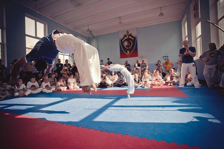 Занятия акробатикой
